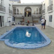 Судак, частная гостиница, бассейн переливного типа с римской лестницей. Год постройки 2014