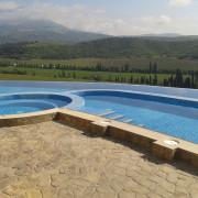 Частная гостиница, Алушта, бассейн на обрыве,  год постройки 2012